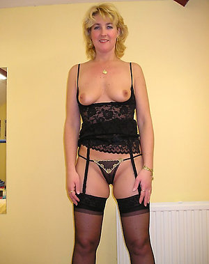 Erotic mature ladies in lingerie pics