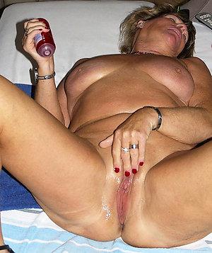 Slutty mature wives masturbating gallery