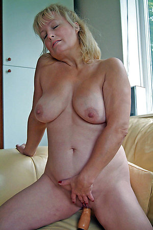 Amateur pics of mature wife masturbating