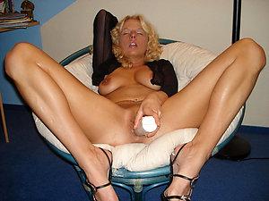 Naked amateur mature pussy masturbation