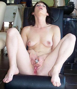 Porn pics of mature wife masturbates