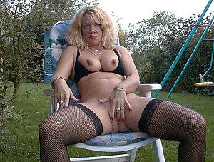 Naked amateur mature milf masturbation