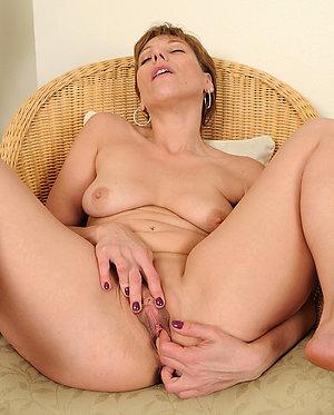 Xxx mature dildo masturbation pictures