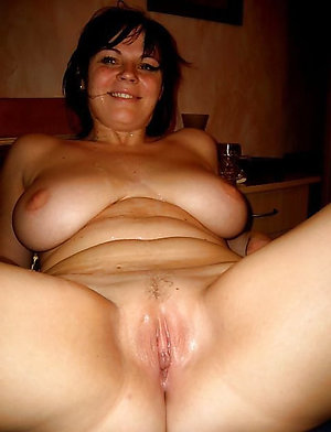 Free pics of mature milf naked stripped