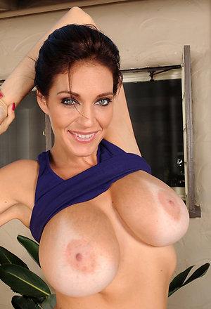 Sweet busty milf mom sex photos
