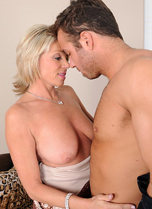 Free mature mom sex stripped
