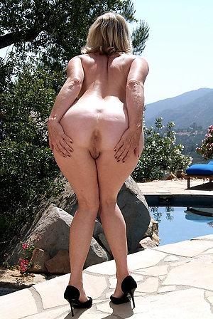 Nude hot mature moms pics
