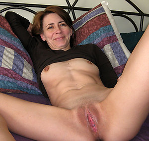 Busty mature mom porn pic