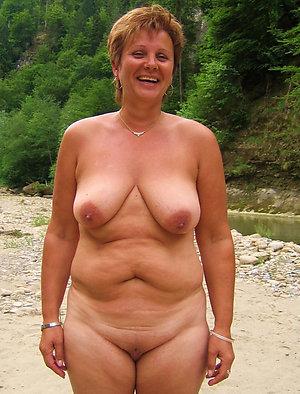 Gorgeous mature mom xxx stripped