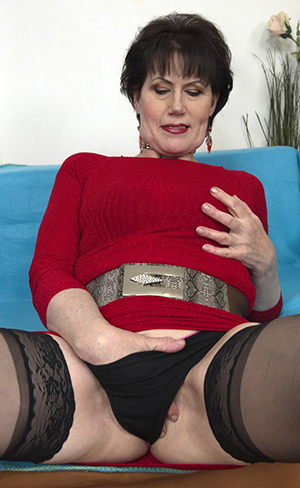 Perfect Bianca busty mature mom
