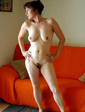 Bitchy mature mom solo posing nude