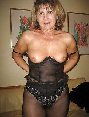 Best pics of horny mature mom solo