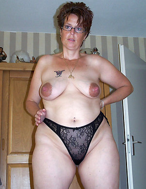 Free amateur milf with big nipples photo