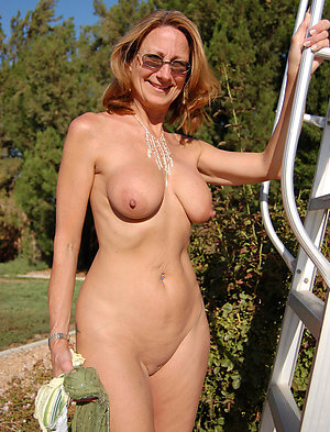 Porn pics of mature long nipple