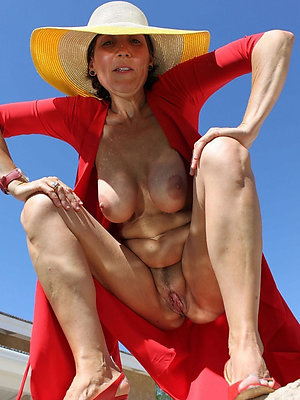 Xxx mature outdoor nude pictures