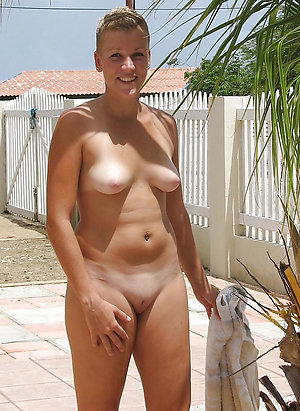 Real pics of mature outdoor pussy