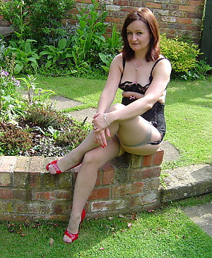 Sweet sexy outdoor mature sex pics