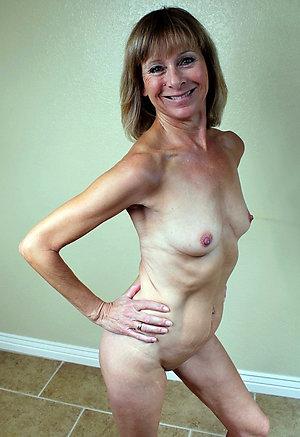 Amateur pics of nude mature woman
