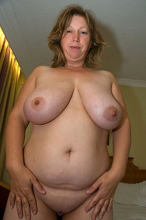 Lovely Jenna mature nude woman pic