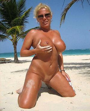Xxx sexy naked mature woman photo