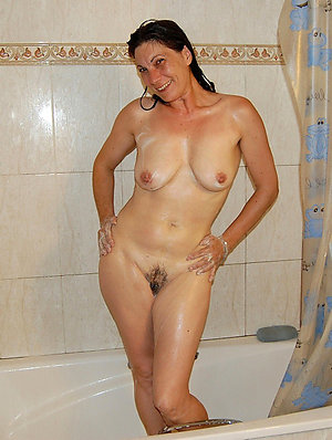 Beautiful naked mature moms pictures