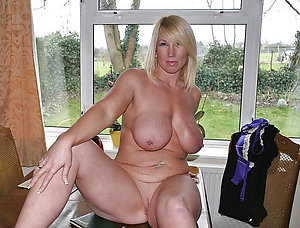 Lovely Johnn sexy naked woman