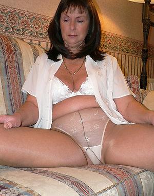 Cute mature lesbian pantyhose pics