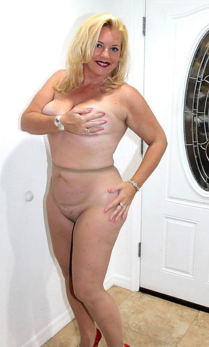 Horny wife wearing pantyhose pics
