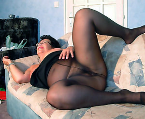 Real hot mature pantyhose pics