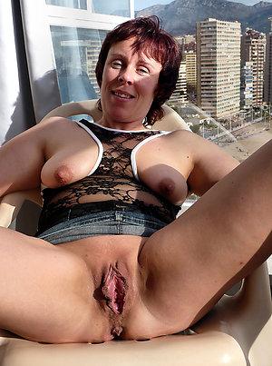 Busty mature pussy amateur pics