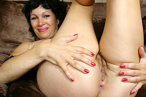 Older women showing their pussy