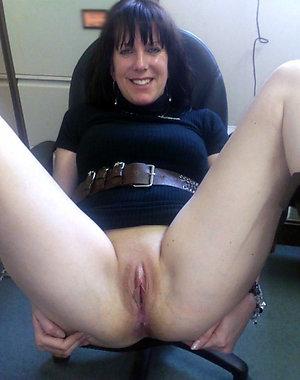 Sexy amateur mature women pussy