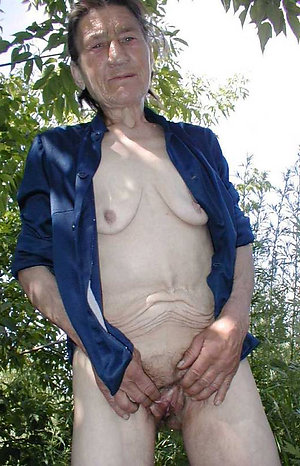 Cuties saggy old lady boobs posing nude