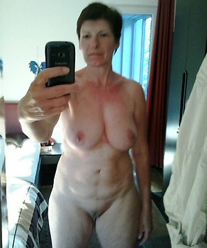 Selfshot of sexy mature babe