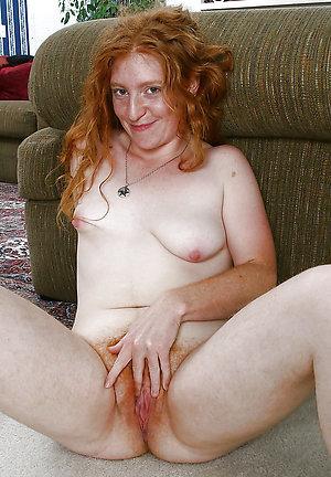 Hotties redhead lady posing nude