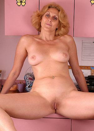 Sweet mature shaved cunt sex pics