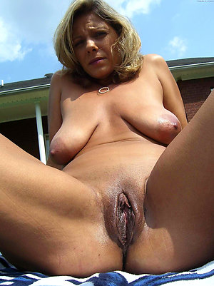 Busty mature women shaved pussy photos