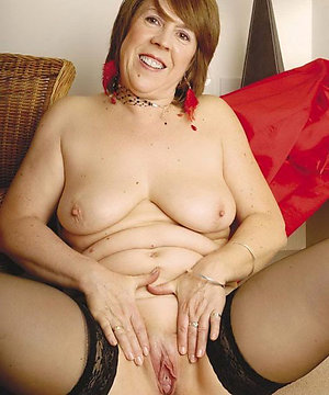 Juicy mature shaved cunt pictures