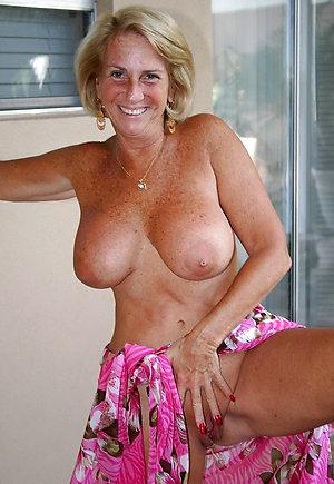 Pretty women shaving their pussy porn