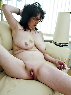 Free pics of mature shaved milf vagina