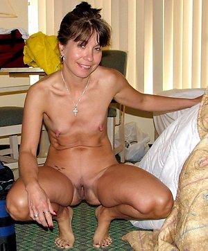 Free mature women small tits amateur pics