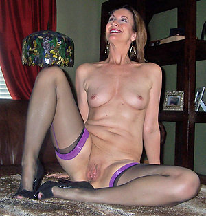 Amateur pics of mature milf small tit
