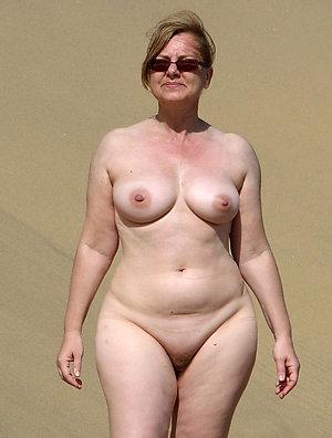 Nice mature tits amateur pictures