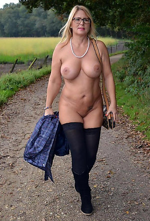 Free mature ladies in stockings stripped