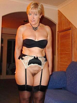 Slutty mature ladies in stockings pics