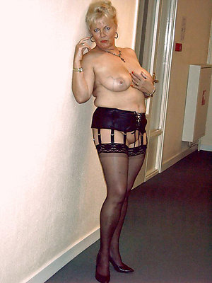 Free pics of matures in stockings