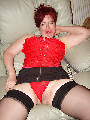 Curvaceous mature stocking feet stripped