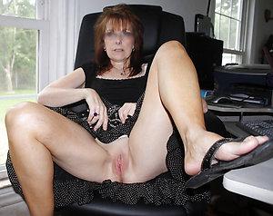 Amateur pics of mature women upskirt