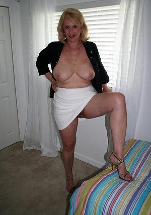 Free mature upskirt porn pics