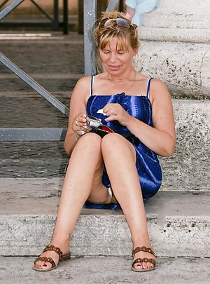 Nude mature wife upskirt pictures
